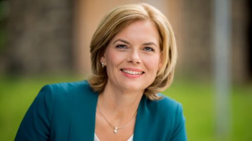 """Bundeslandwirtschaftsministerin Julia Klöckner: """"Wir wollen alle gemeinsam, dass das staatliche Tierwohlkennzeichen ein Erfolg wird."""""""